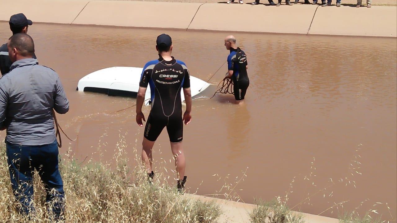 سقوط سيارة خفيفة بقناة الري زرابة دون حدوث اي خسائر في الأرواح