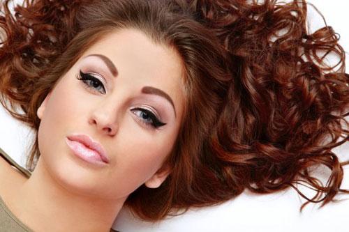 خطوات بسيطة لتكتشفي مدى صحة شعرك