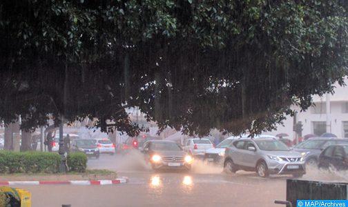 أمطار قوية وأحيانا عاصفية بالعديد من مناطق المملكة