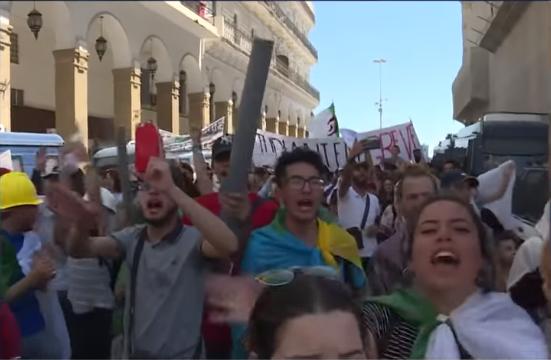 جمعة جديدة  بالجزائرللمطالبة برحيل كل النظام