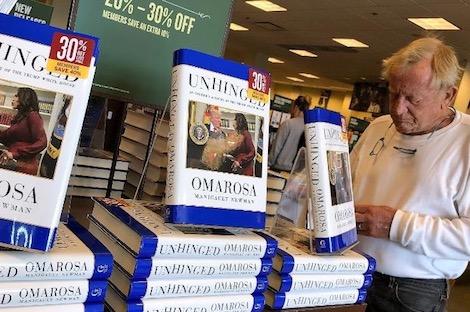 كتاب عن ترامب سماه صاحبه بالمعتوه يحقق مبيعات قياسية
