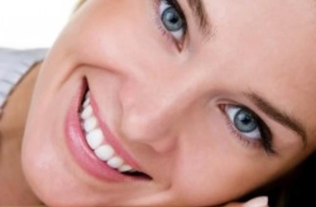 كيف تحصلين على ابتسامة براقة في يومين
