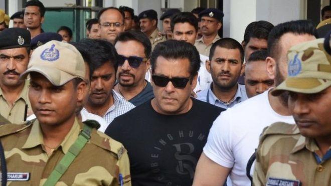 الممثل الهندي سلمان خان مهدد بالسجن