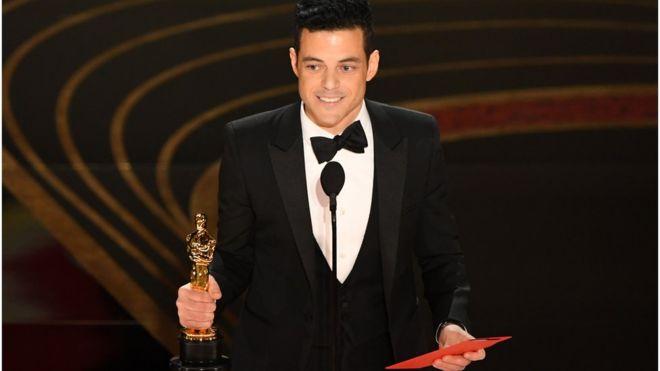 رامي مالك الممثل الأمريكي من أصل مصري يفوز بجائزة الأوسكار لأفضل ممثل