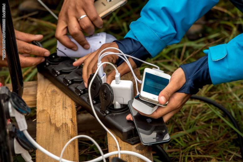 حملة مكثفة لمراقبة مطابقة شواحن وبطاريات الهواتف المحمولة المعروضة في السوق المحلي لمواصفات الجودة