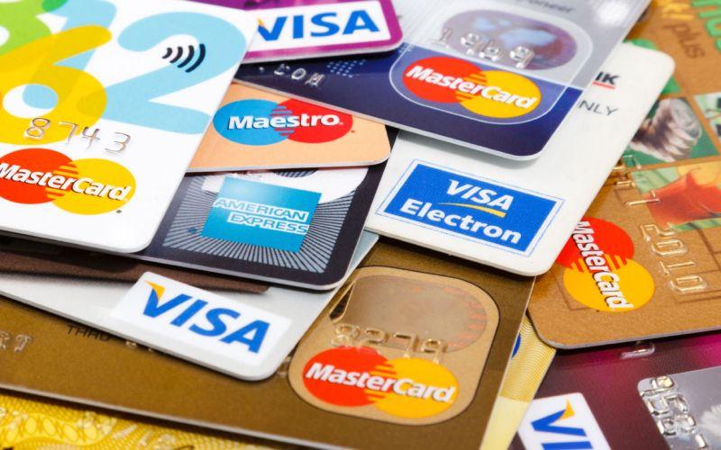 عودة العمل ببطاقات (فيزا) بعد تعطلها في مختلف أرجاء أوروبا