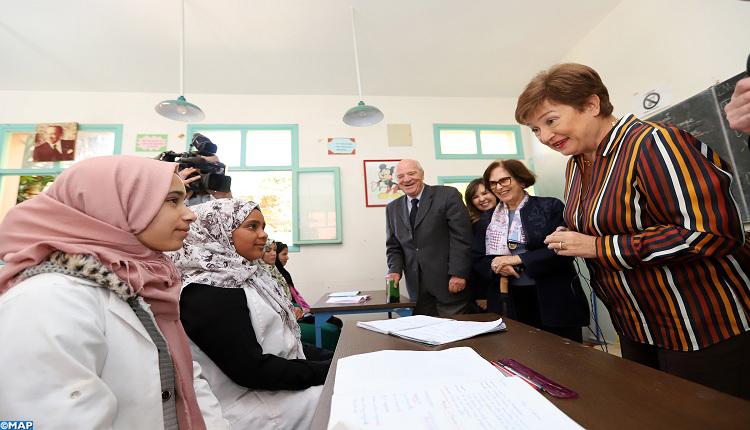 الفتاة القروية..صندوق النقد الدولي يمنح هبة لإحدى المدارس