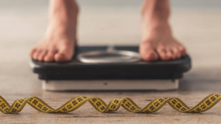 تعرّفي على العلاقة بين قصر القامة وصُعوبة فقدان الوزن بحسب الدراسات