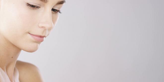 الحبوب البيضاء على الوجه: أسباب ظهورها، وطرق علاجها