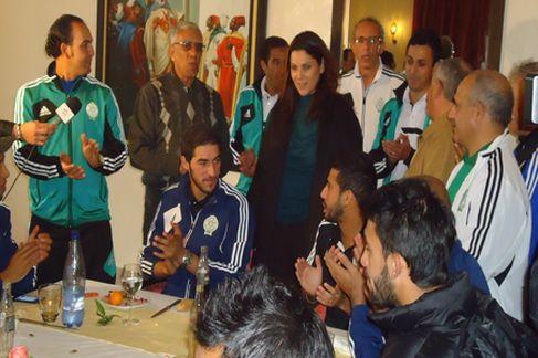 عمدة مراكش تزور فريق الرجاء البيضاوي في مقر اقامته بالحمراء