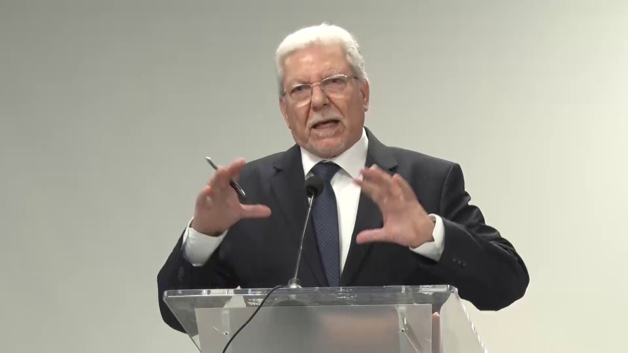 الأمين العام لإتحاد المغرب العربي الطيب البكوش يتوج بجائزة