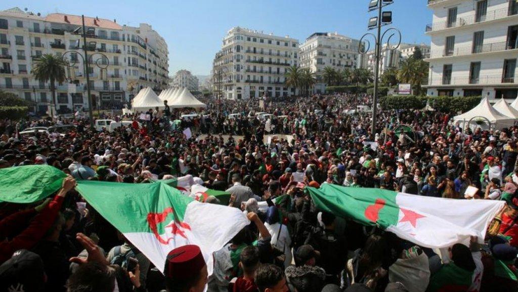 التنسيقية الوطنية من أجل التغيير في الجزائر تدعو بوتفليقة للتنحي و عدم تدخل العسكر
