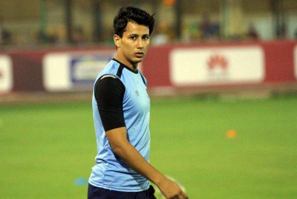 عمرو جمال ينتظر عرضا مغربيا