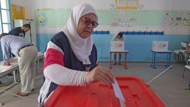 تونس.. مكاتب الاقتراع تفتح أبوابها للناخبين في الدورة الثانية من الانتخابات الرئاسية
