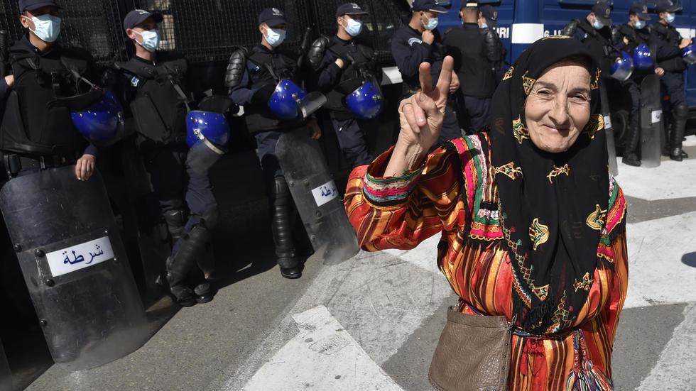 جزائريون تظاهروا للاسبوع الـ55 غير آبهين بفيروس كورونا